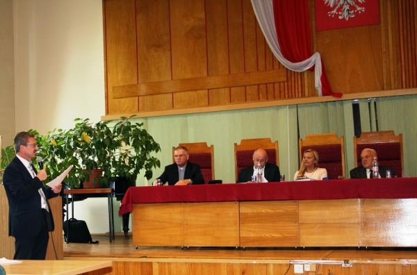 Doktorat o sianowskim sanktuarium, na zdjęciu doktorant Eugeniusz Pryczkowski